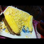 Obieranie Kukurydzy, Aby Zaserwować Jej Ziarenka W Kubeczkach