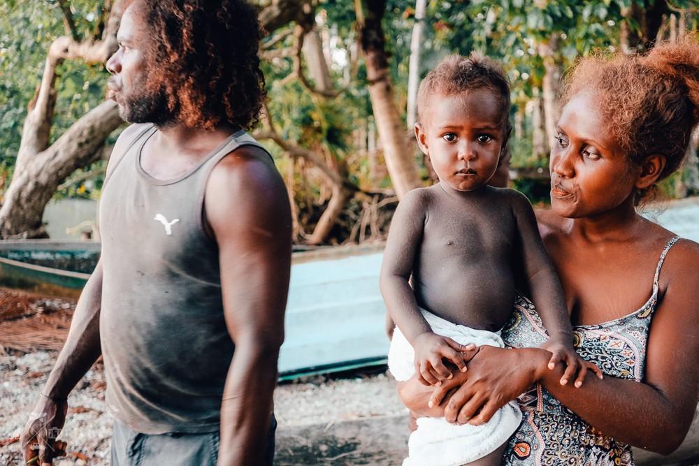 WYSPY SALOMONA: Wolontariusze w przetwórni tuńczyków